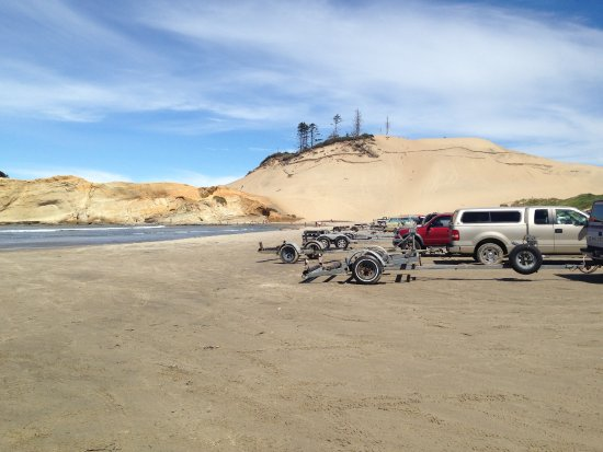 Pacific City, OR: You can drive on the beach. The trailers are from the dories.