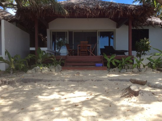 Vale Vale Beachfront Villas: Looking at our room from the beach