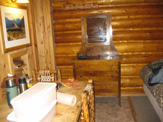 Silver Gate Cabins: 2 beds, dresser, large bathroom, table - rustic touches