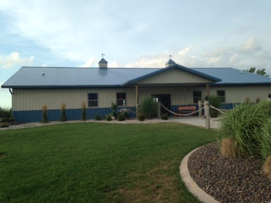Carlyle, IL: Nice building with dining inside and out on the lakeside patio