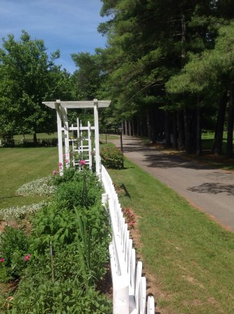 New Milford, CT: Garden into park