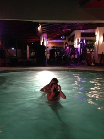 Playa Potrero, Costa Rica: Great pool and live music