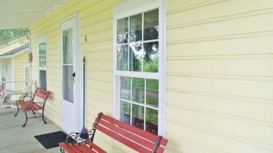 Gaines, Pensylwania: Outside of Cabin 6