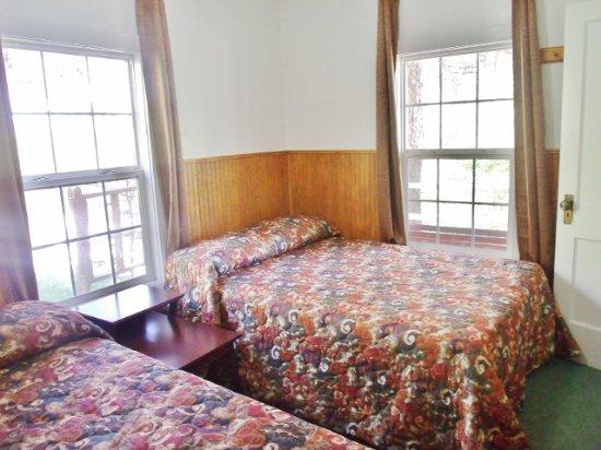 Gaines, Pensylwania: Bedroom of Cabin 6