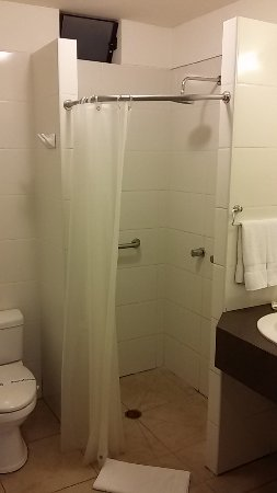 Girasoles Hotel : shower had facilities for disable people