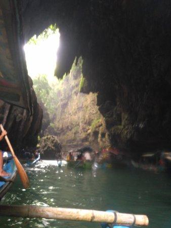 West Java, Indonezja: di dalam goa
