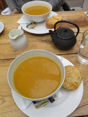Culross, UK: Great soup! Great price! Great stop.