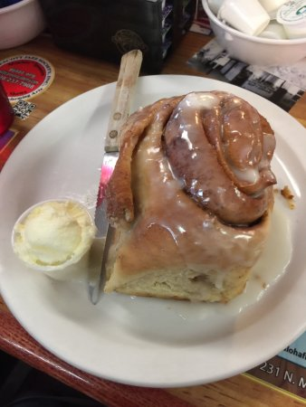 Dinner Bell Cafe: The Famous Cinnamon Roll (it's taller than it looks here)