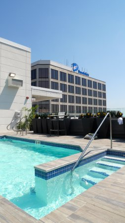 Hampton Inn Suites Richmond Downtown Roof Top Pool