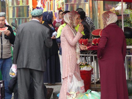 North Jiefang Road Market : Fresh watermelon for desert