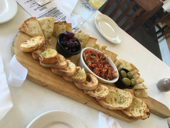Okmulgee, OK: Appetizer - artichoke dip and olives