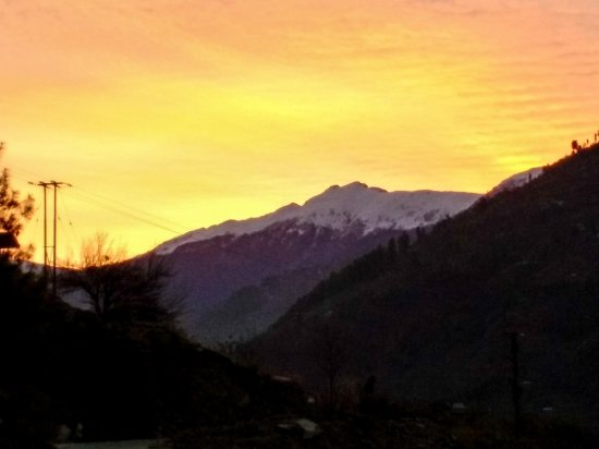 Rohru, Ινδία: Sunrise over the valley; and the shades were really these. No editing!