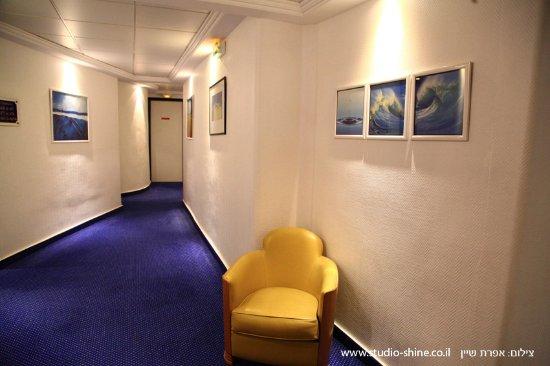 Atlantic Hotel: מסדרון החדרים