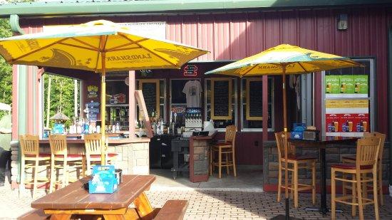 Lake Ariel, Pensylwania: Outside bar @ Bongo Road House!