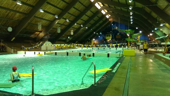 New Westminster, Καναδάς: Great pool has 7 meter platform for brave