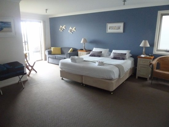 Solitary Islands Lodge: Spacious king room