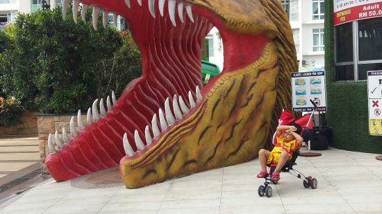"""""""Dinosaurs Alive"""" Water Theme Park"""