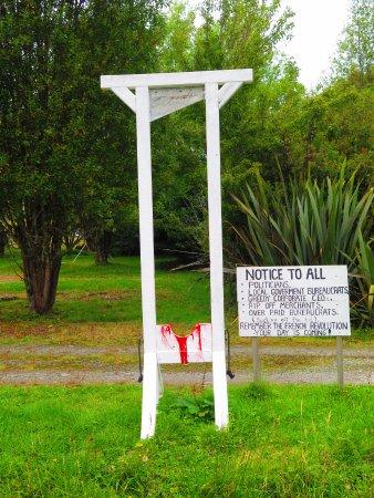 Pukekura, Nueva Zelanda: Warning to bureaucrats.