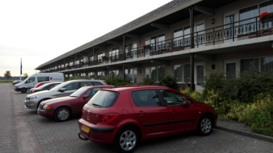 Zuidbroek, The Netherlands: The separate hotel building with parking lot