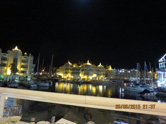 At the restaurant fotograf a de el mero los mellizos - Los mellizos puerto marina ...