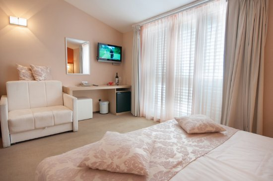 The Maritimo Hotel: Superior double room