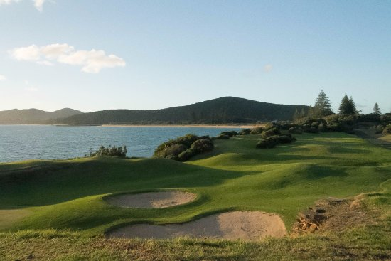 Golf Club : Great Golf Course set in a luxurious background