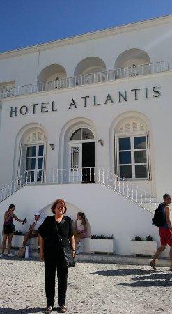 Atlantis Hotel : hotel entrance