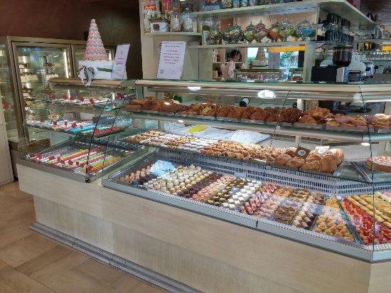 Cadoneghe, Italy: piccola pasticceria