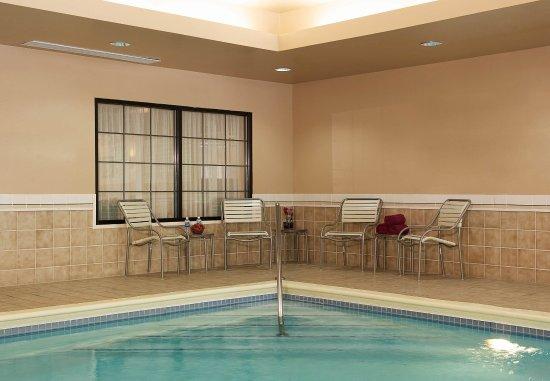 Courtyard Louisville Airport: Indoor Pool