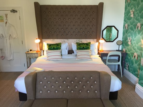 Highcliffe Contemporary Bed And Breakfast: Room 2 Giant Bed
