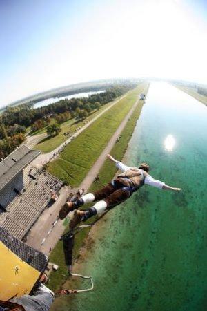 Oberschleissheim, Jerman: Bungee Jumping in München von Jochen Schweizer