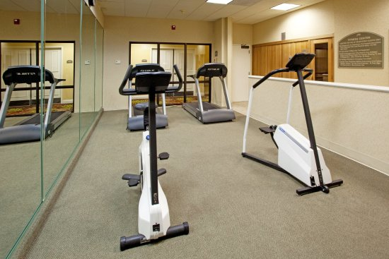 Holiday Inn Charleston-Mount Pleasant: Our on-site fitness center ensures you will not miss your workout