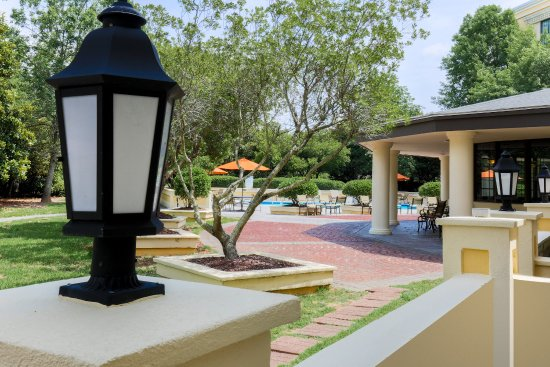 Holiday Inn Charleston-Mount Pleasant: Enjoy our beautiful seasonal outdoor pool and sun deck