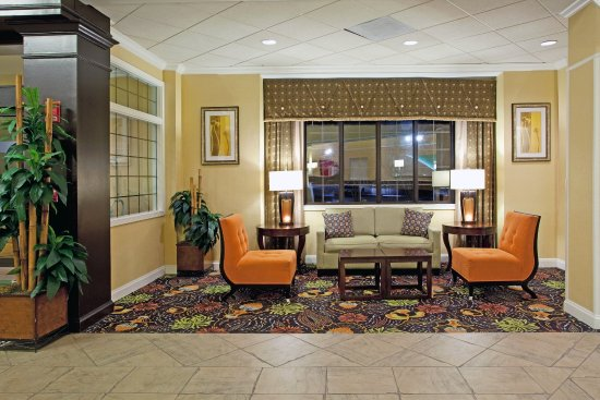 Holiday Inn Charleston-Mount Pleasant: Relax & unwind in one of our lobby sitting areas after a long day!