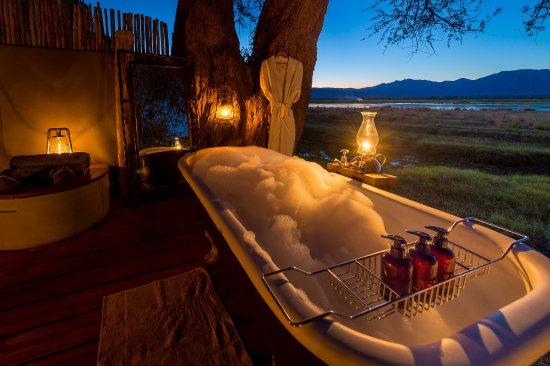 Wilderness Safaris Ruckomechi Camp: Star Bath at Ruckomechi