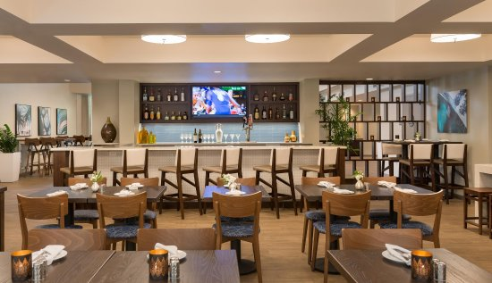 DoubleTree by Hilton Hotel Campbell - Pruneyard Plaza: PY Kitchen & Bar