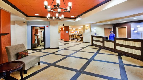 Holiday Inn Express Peachtree Corners/Norcross: Our friendly staff is always here to help you enjoy your stay!