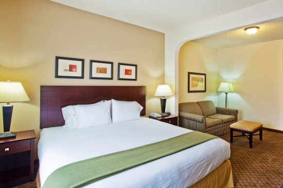 Decatur, GA: King Bed Guest Room