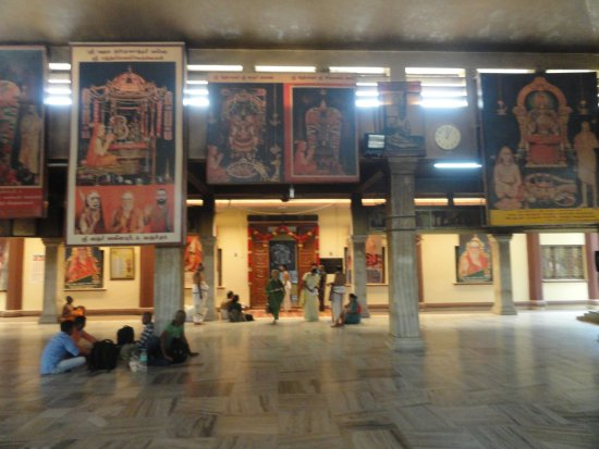 Kanchipuram, Inde : Beautiful hall at Kanchi Kamakoti Peetham
