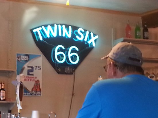 Twin Six Restaurant: A wonderful atmostphere , waitress so ver friendly and always hoping to serve, clean , and plent