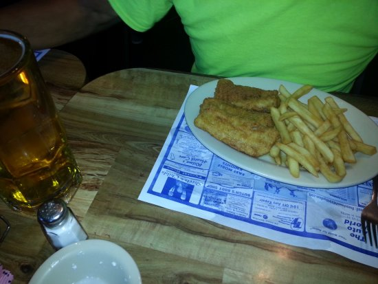 Twin Six Restaurant: Cod fish and fries and 1.50 drafts beer , no where can you find that