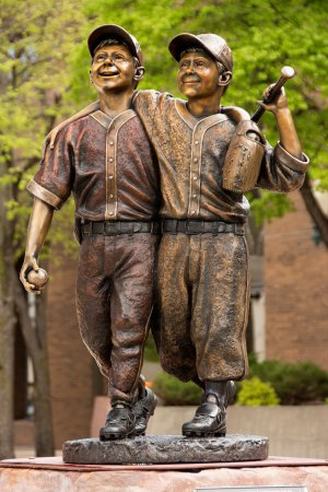 SculptureWalk Sioux Falls: Day at The Park - Lawrence Starck