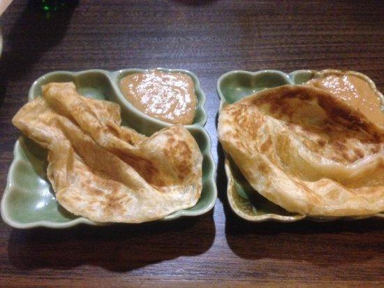 Caroline Springs, Australia: Roti and satay