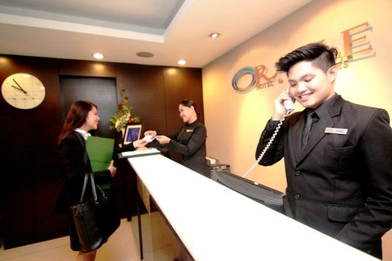 Oracle Hotel & Residences: Front Desk