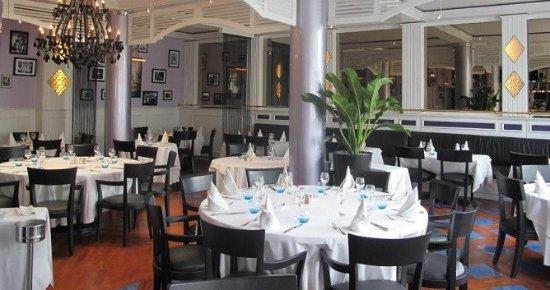 La Croisette: une déco type gande brasserie de qualité et un accueil d'exception par le patron en personne