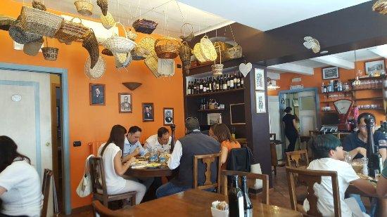 Novate Milanese, Italien: Cortesia e qualità in un ambiente accogliente! Da provare...