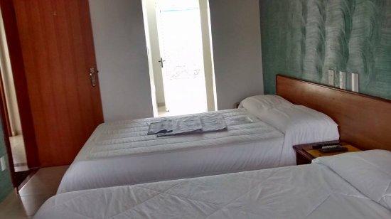 Pousada Porto Do Itaguá: suite com sacada frente mar