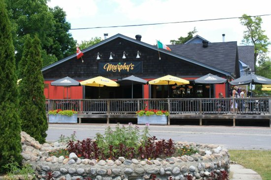 Fenelon Falls, Canadá: Murphy's Lockside Pub & Patio