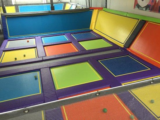 main court bild von trampoline park let 39 s jump bordeaux bordeaux tripadvisor. Black Bedroom Furniture Sets. Home Design Ideas