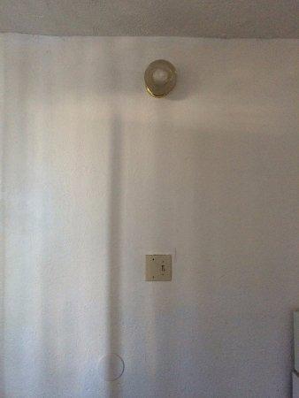 Sea Foam Motel : One light for the whole room.